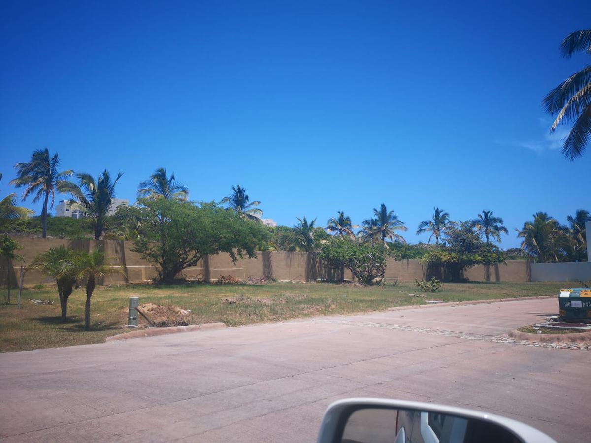 Foto Terreno en Venta en  Fraccionamiento Residencia Velamar,  Altamira  Velamar