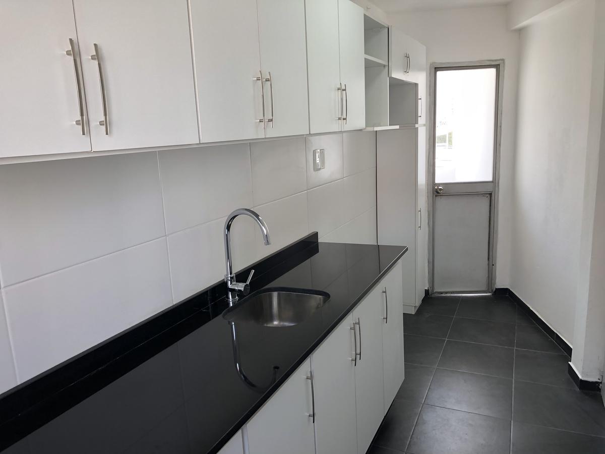 Foto Apartamento en Alquiler en  Pocitos ,  Montevideo  Obligado esquina Sarmiento Apto. al 300