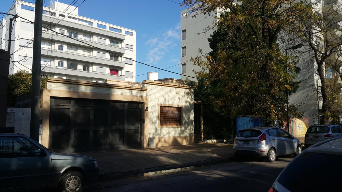 Foto Terreno en Venta en  La Plata,  La Plata  calle 50 e/21 y 22