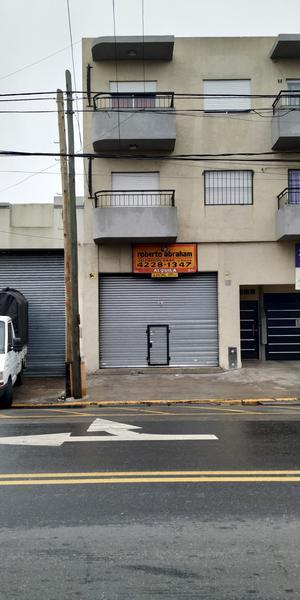 Foto Local en Alquiler en  Piñeyro,  Avellaneda  Cabildo 100