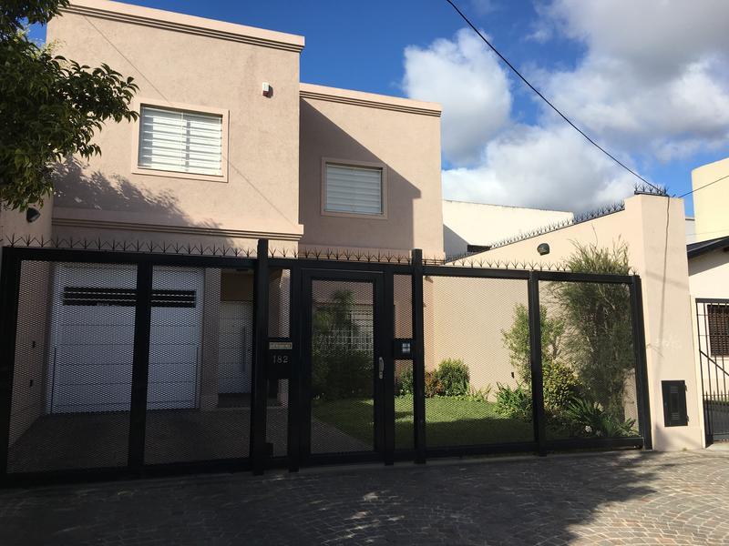 Foto Casa en Venta en  Lomas de Zamora Oeste,  Lomas De Zamora  FRAY LUIS BELTRAN al 100