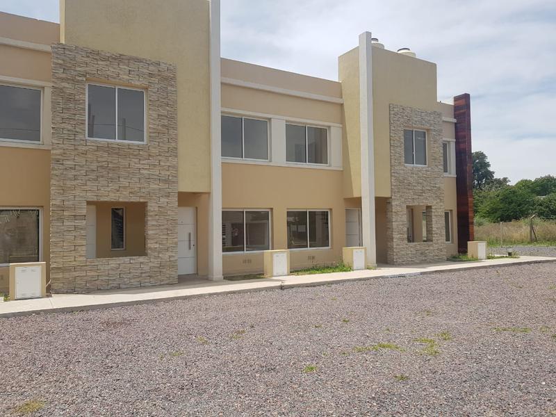 Foto Casa en Venta en  San Miguel ,  G.B.A. Zona Norte  San Jose y Casaberta, Mono ambiente PB cochera y patio
