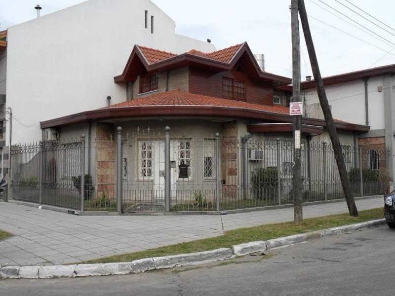 Foto Casa en Venta en  Bernal Oeste,  Quilmes  Boedo al 1500 esquina Fleming