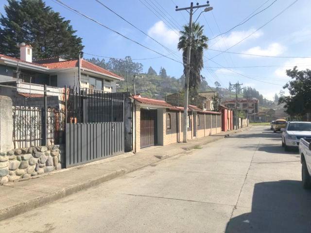 Foto Terreno en Venta en  Sur de Cuenca,  Cuenca  Colegio Borja