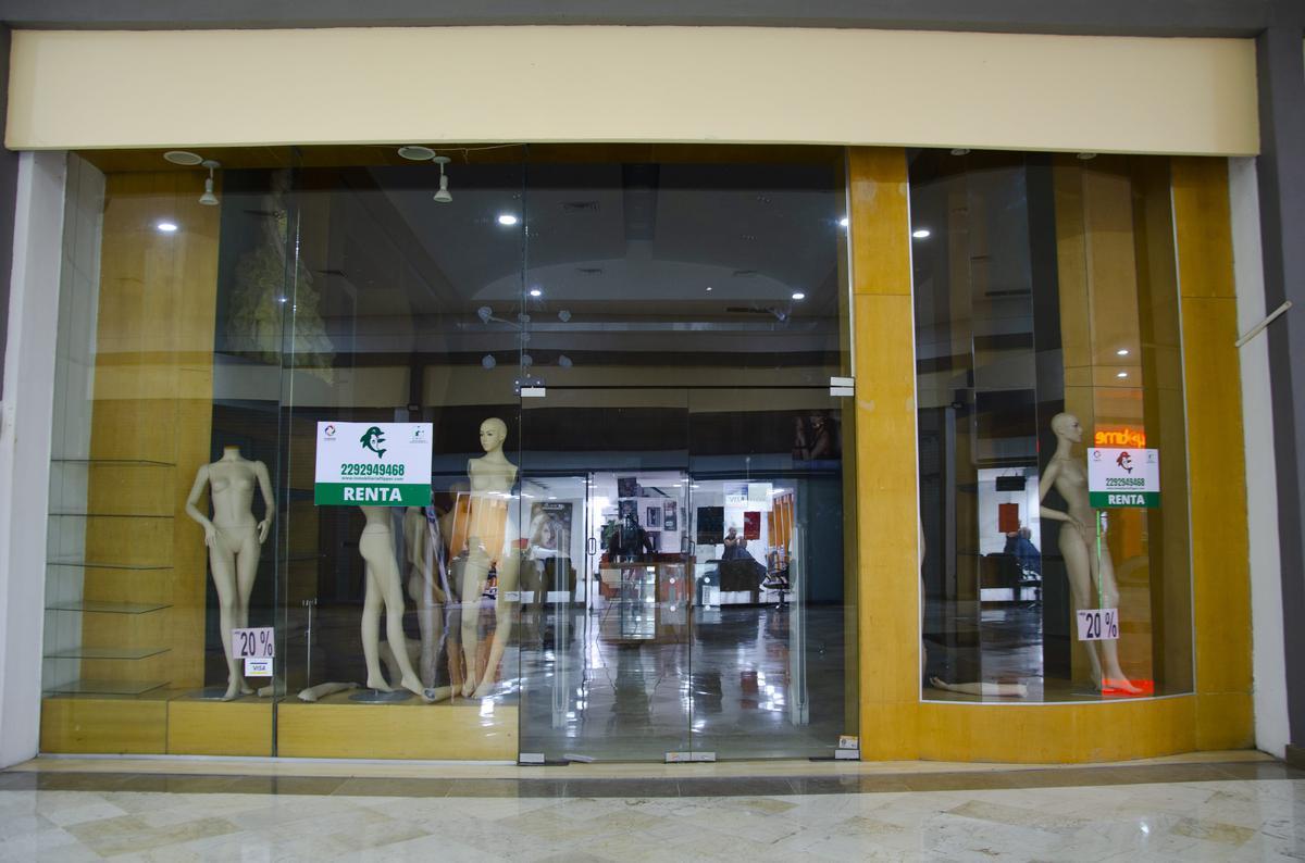 Foto Local en Renta en  Boca del Río ,  Veracruz  Amplio Local con  Doble Planta  en Plaza Comercial
