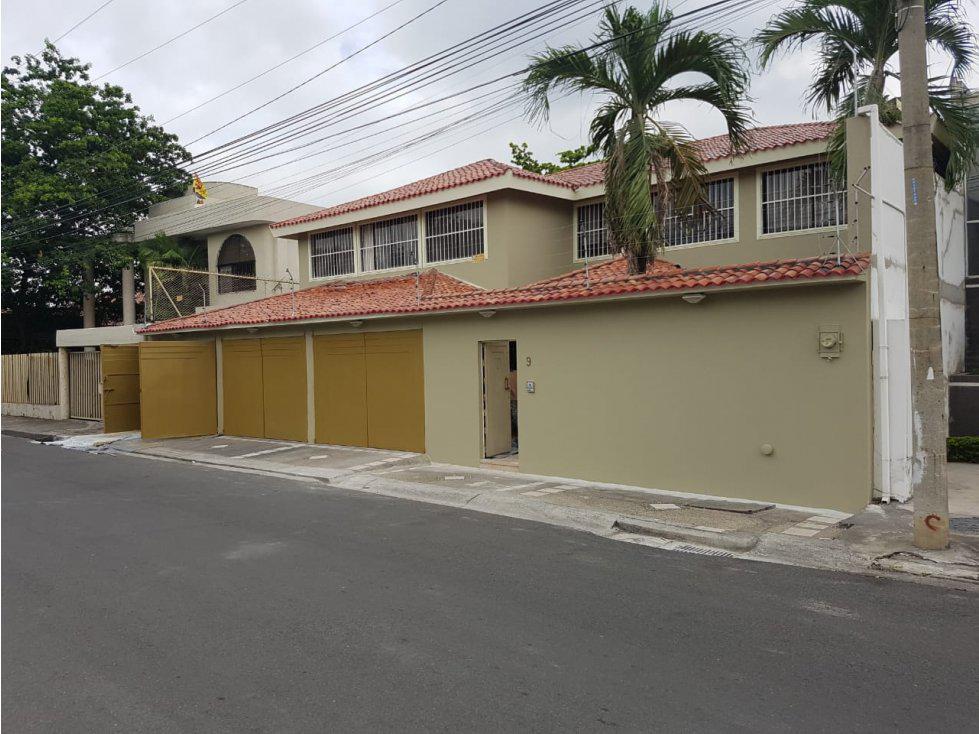 Foto Casa en Venta en  Vía a la Costa,  Guayaquil  En venta casa grande 2 pisos excelente acabados en Urb. Puerto Azul - Vía a la Costa US$450,000