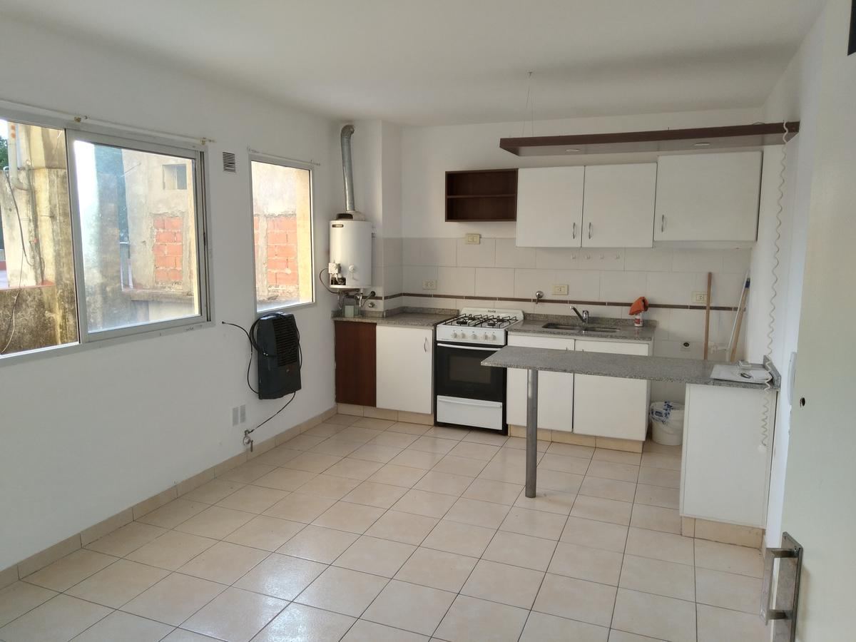 Foto Departamento en Alquiler en  Echesortu,  Rosario  Av. Pellegrini 3800