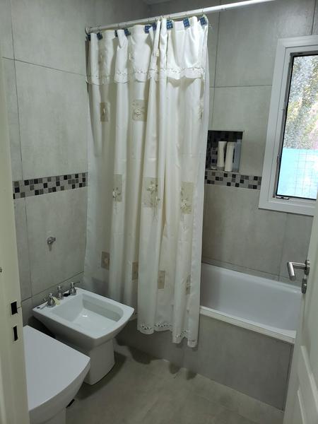 Foto Casa en Venta en  Capital ,  Neuquen  La Zagala - Lote al 100