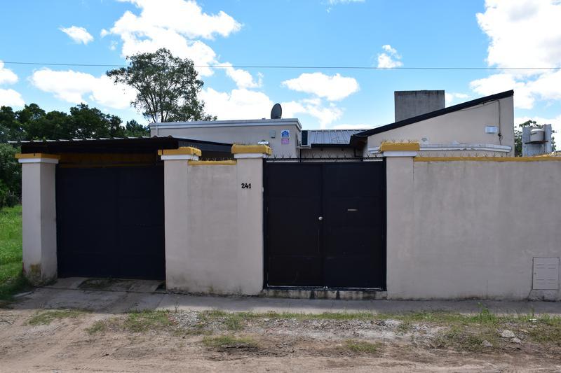 Foto Casa en Venta en  Hípico,  Concordia  Yamandu Rodriguez al al 200