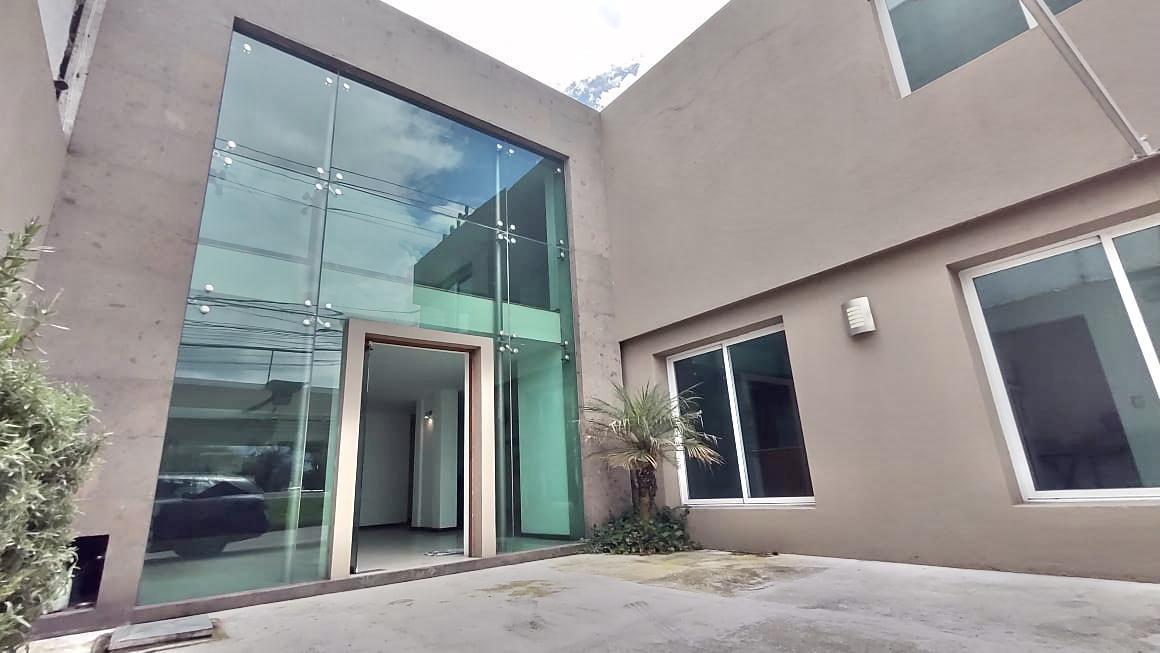 Foto Casa en Renta en  Santa Ana TlapaltitlAn,  Toluca  CASA EN RENTA (uso mixto) SOBRE PASEO TOLLOCAN FRENTE A NESTLE A 40min DE LA CDMX
