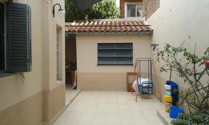 Foto Casa en Venta    en  Valentin Alsina,  Lanús  PASAJE TARIJA 1100