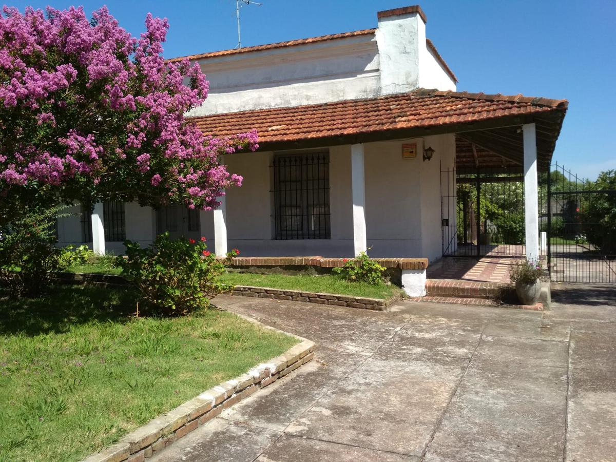 Foto Casa en Venta en  Nuevo París ,  Montevideo  Próximo calle Santa Lucía