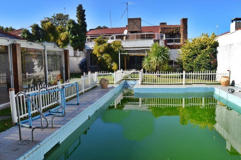 Foto Casa en Venta en  Punta Gorda ,  Montevideo  Gran casa venta Punta Gorda, 4 dorm  y servicio doble, piscina