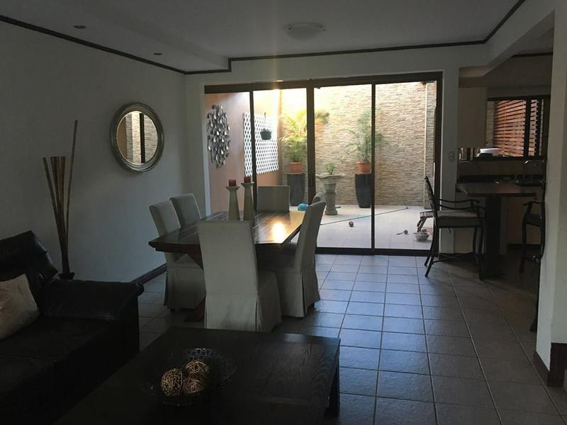 Foto Casa en condominio en Venta en  Escazu,  Escazu  Amplia Casa en Guachipelin de 3 habitaciones