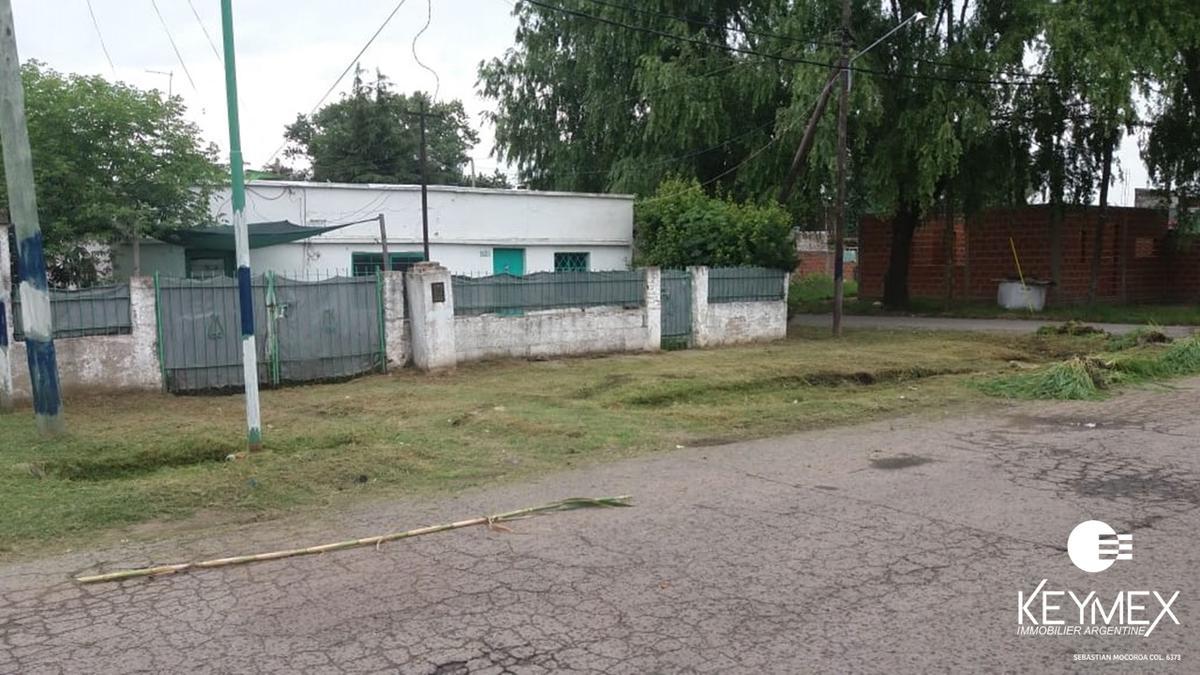Foto Terreno en Venta en  Los Hornos,  La Plata  Terreno con casa a demoler 65 esq 153