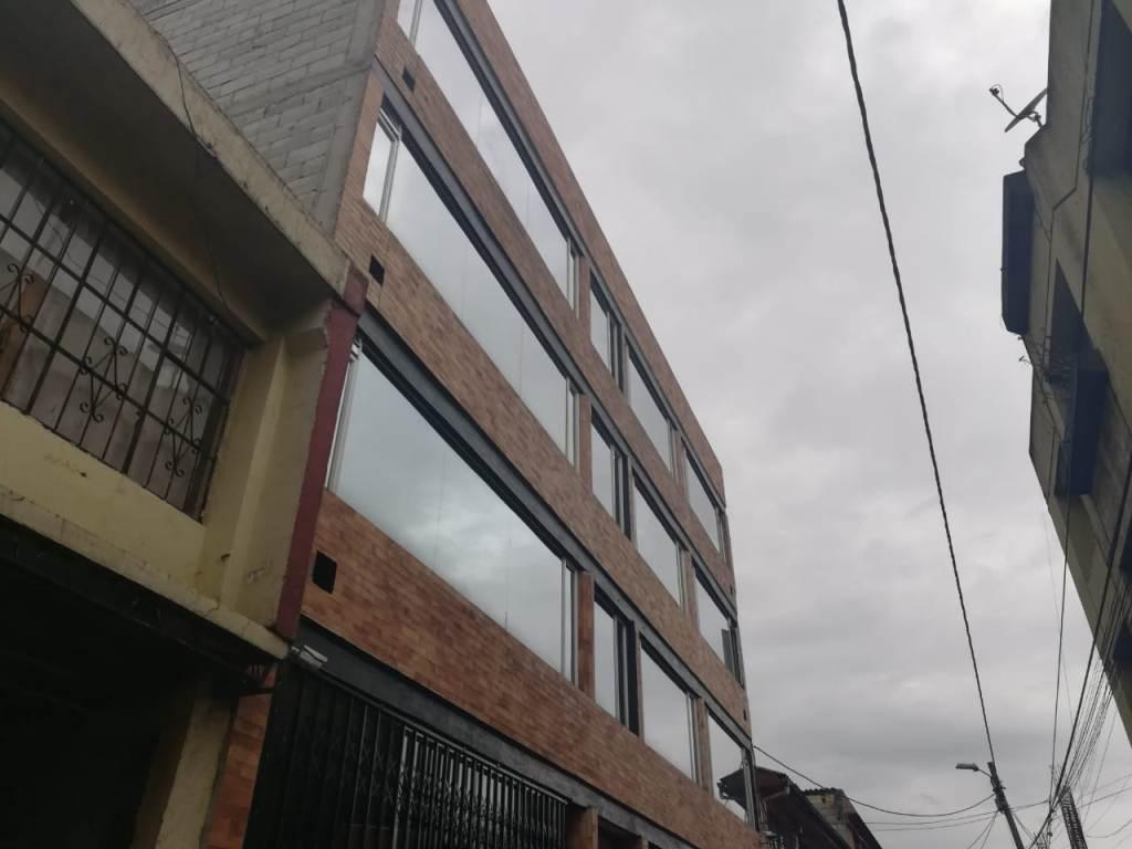 Foto Local en Venta en  Sur de Quito,  Quito  La Magdalena, amplio local, ideal también para oficina