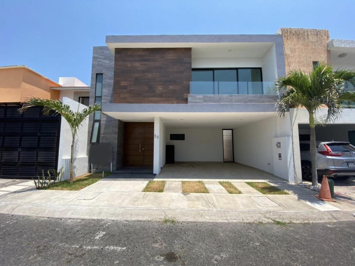 Foto Casa en Renta en  Fraccionamiento Lomas del Sol,  Alvarado  LOMAS DEL SOL, Casa en RENTA con área de TV, jardín y 3 recámaras con baño cada una (GJ)