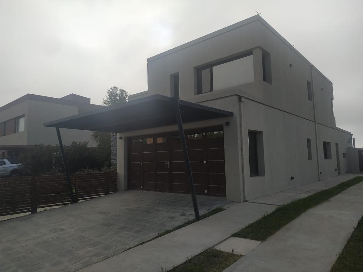 Foto Casa en Venta en  Capital ,  Neuquen  La Zagala