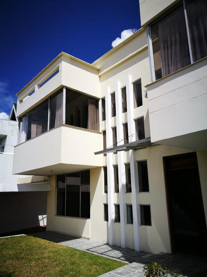Foto Casa en Alquiler en  Cumbayá,  Quito  Miravalle 2