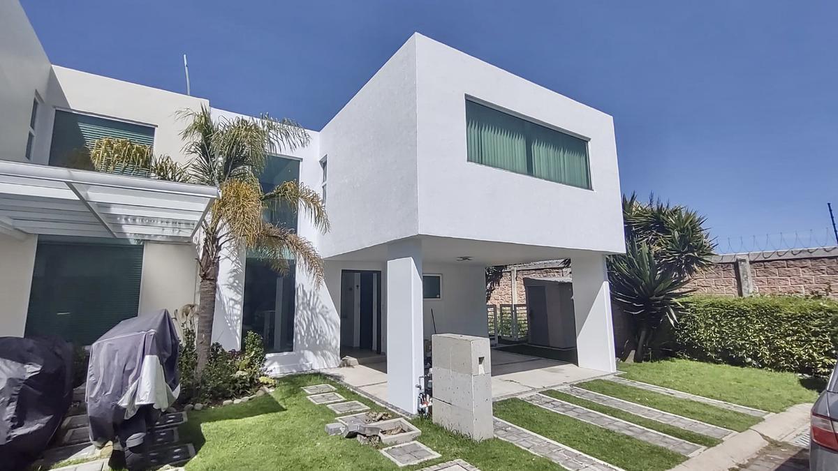 Foto Casa en condominio en Renta en  Cacalomacan,  Toluca  CASA EN RENTA EN FRACC. EL PEDREGAL EN CACALOMACAN A 15min DE TOLUCA