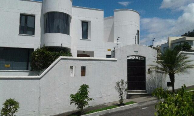 Foto Casa en Venta en  San Isidro - Vista Grande,  Quito                  SAN ISIDRO  VENTA LINDA  CASA  REMODELADA