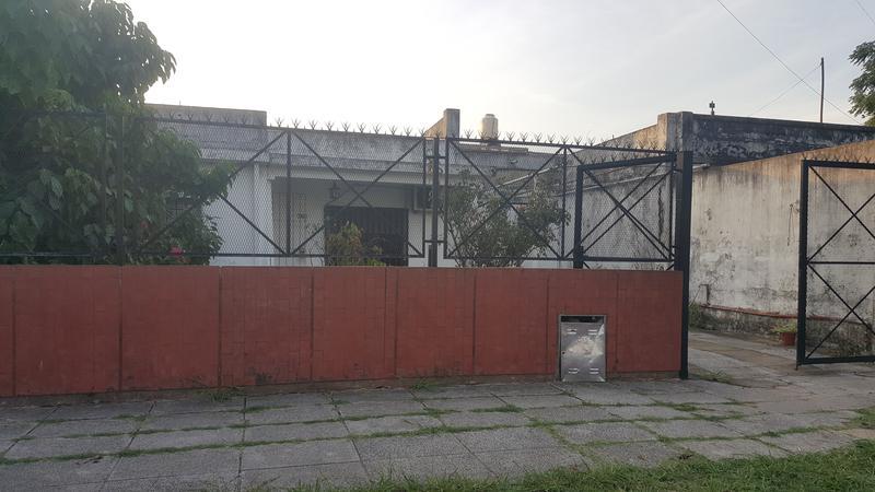 Foto Casa en Venta en  Moron Sur,  Moron  Charcas 2985. Moron