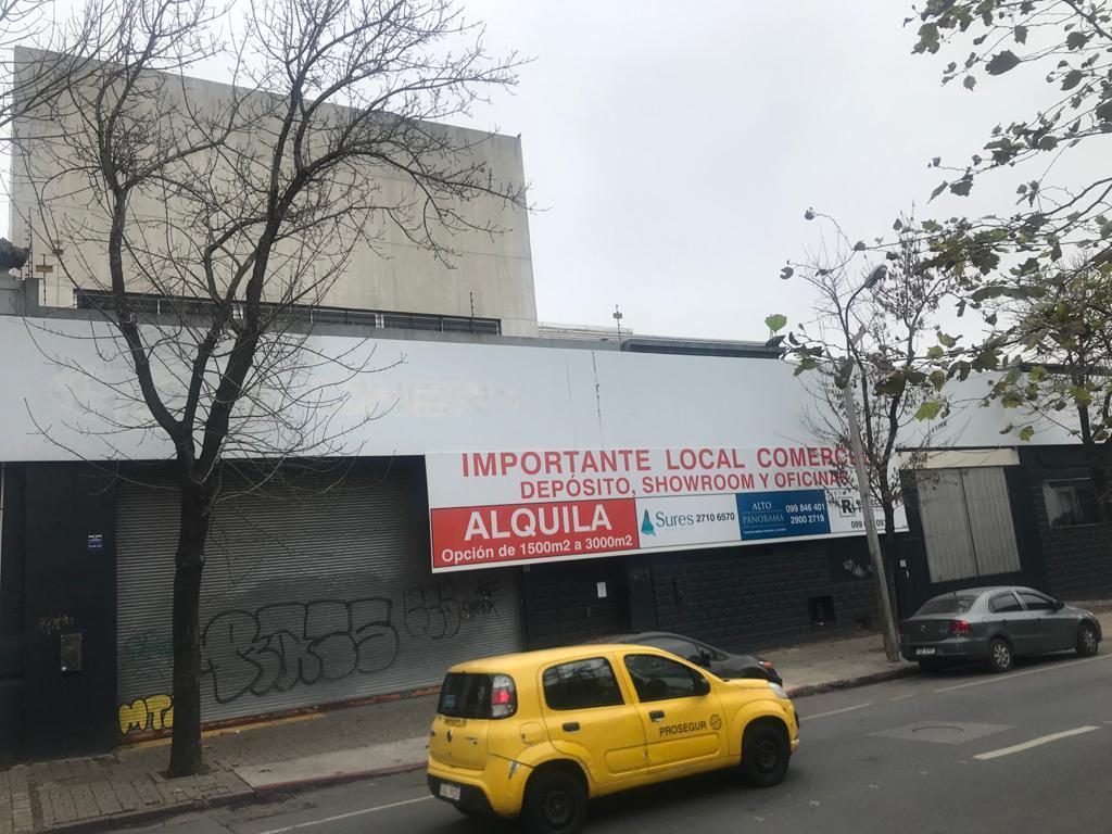 Foto Local en Venta en  Tres Cruces ,  Montevideo  Ferrer Serra