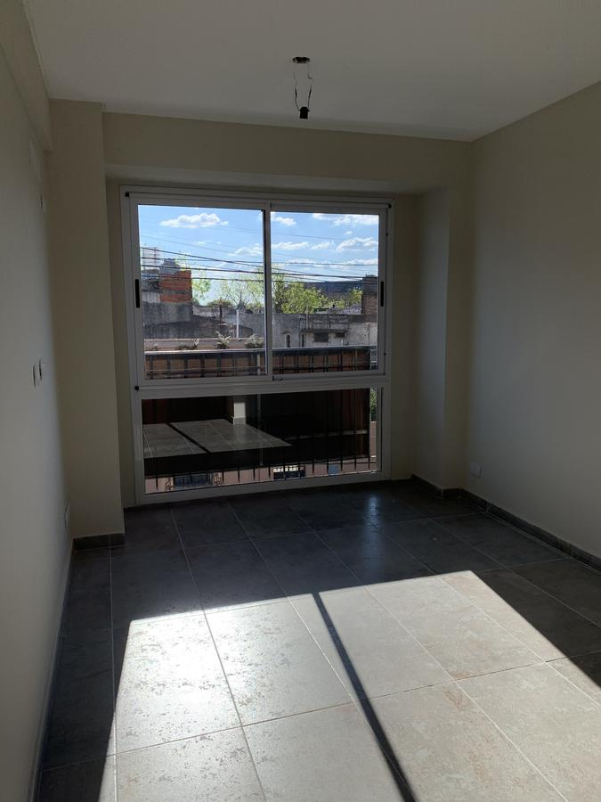 Foto Departamento en Venta en  Remedios De Escalada,  Lanus  Cavour 4400