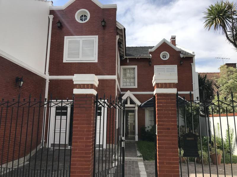 Foto Casa en Alquiler en  Lomas de Zamora Oeste,  Lomas De Zamora  SAN MARTIN 845