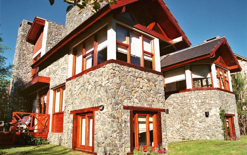 Foto Hotel en Venta en  Mar De Las Pampas,  Villa Gesell  Complejo de 7 cabañas