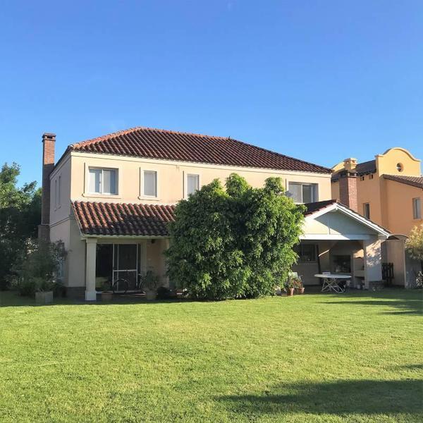 Foto Casa en Venta en  General Pacheco,  Tigre  Echeverria al 1200