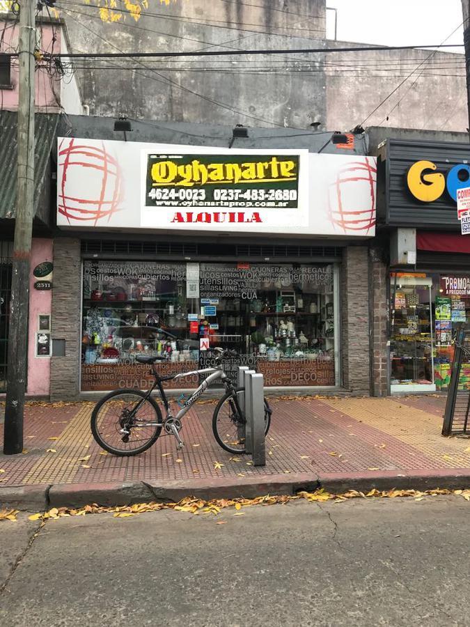Foto Local en Alquiler en  Castelar,  Moron  Arias al 2300