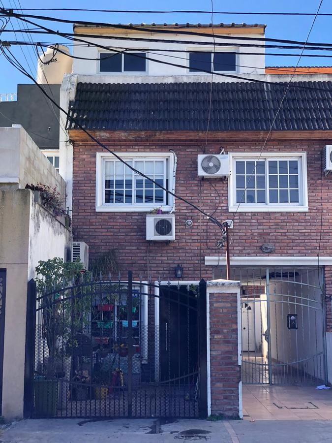 Foto Casa en Venta en  La Matanza ,  G.B.A. Zona Oeste  Argentina al 600
