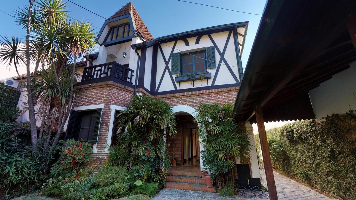 Foto Casa en Venta en  Olivos,  Vicente Lopez  J B Alberdi al 900