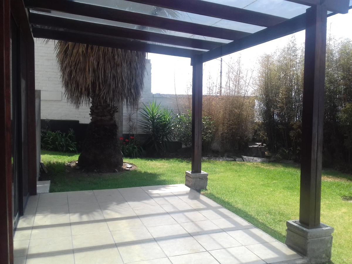 Foto Casa en Venta en  Cumbayá,  Quito  Cumbayá, Miravalle, 3 dormitorios, jardín 200 m2, $275.000