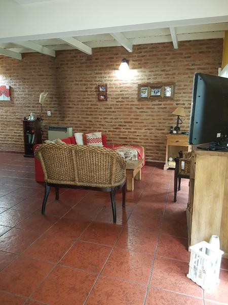 Foto Casa en Alquiler | Venta en  Canning,  Ezeiza  Racedo al 600