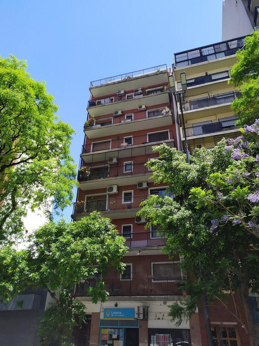 Foto Local en Venta en  Parque Chacabuco ,  Capital Federal  Av. José María Moreno al 800