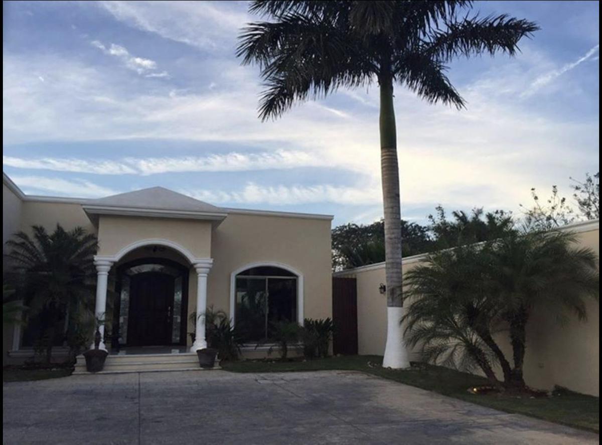 Foto Casa en Venta en  Montes de Ame,  Mérida  Vendo Hermosa residencia de lujo  una  planta  al Nte de Merida