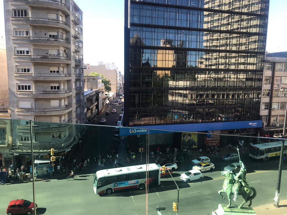 Foto Apartamento en Venta en  Centro (Montevideo),  Montevideo  Constituyente y Av. 18 de Julio