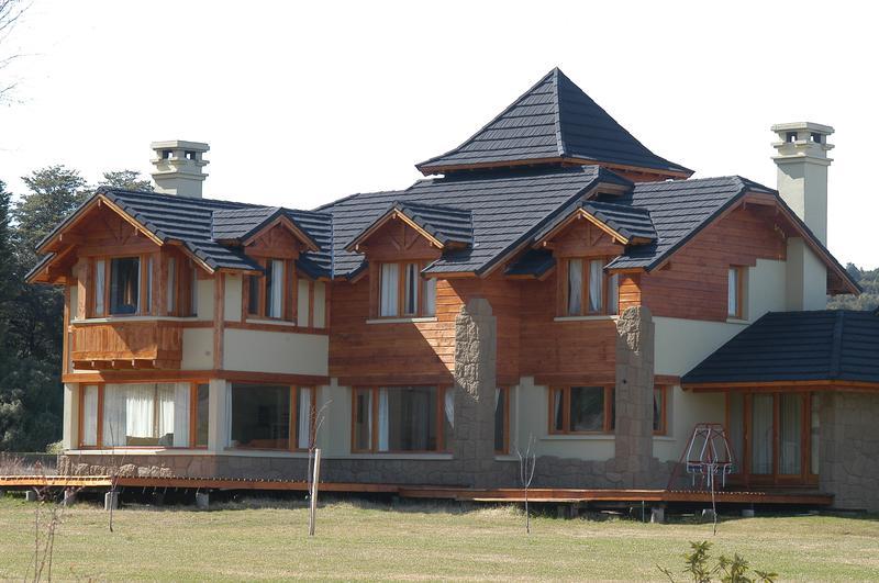 Foto Casa en Venta en  Arelauquen,  Bariloche  Casa Sobre el Golf - Sector L