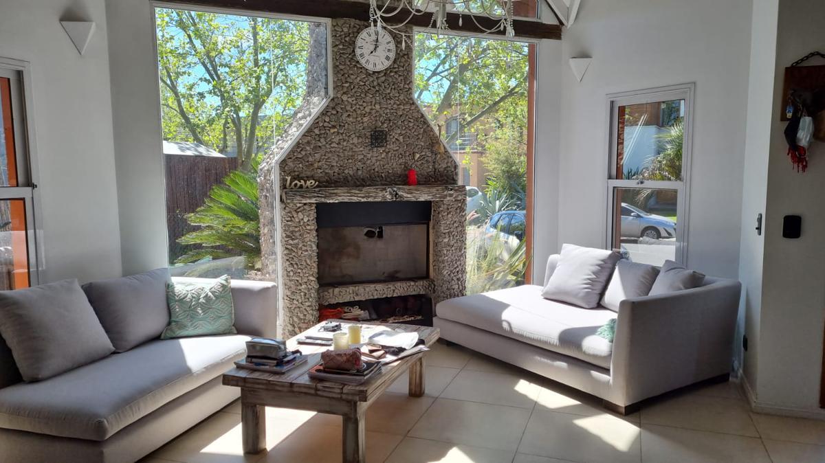 Foto Casa en Alquiler temporario en  Santa Barbara,  Countries/B.Cerrado (Tigre)  Bancalari 3901, Santa Bárbara