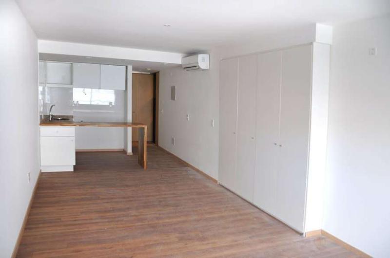 Foto Departamento en Alquiler en  Villa Biarritz ,  Montevideo  Con patio propio, monoambiente metros rambla