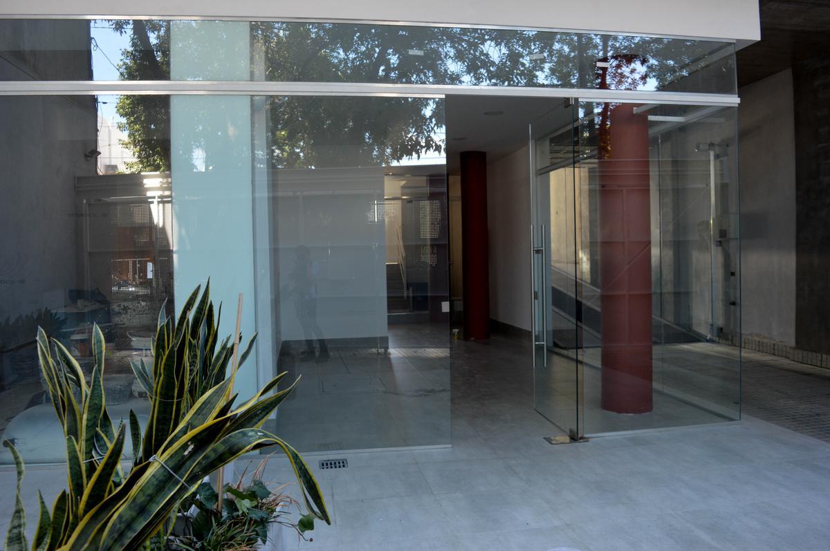 Foto Local en Venta en  Rosario ,  Santa Fe  Jose Ingenieros al 800