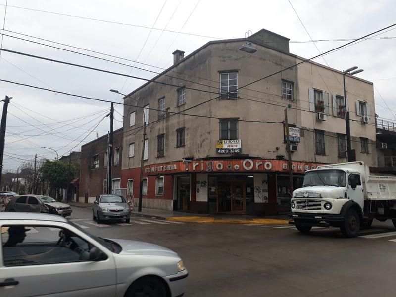 Foto Departamento en Venta en  Lanús,  Lanús  J. D. Peron 3300
