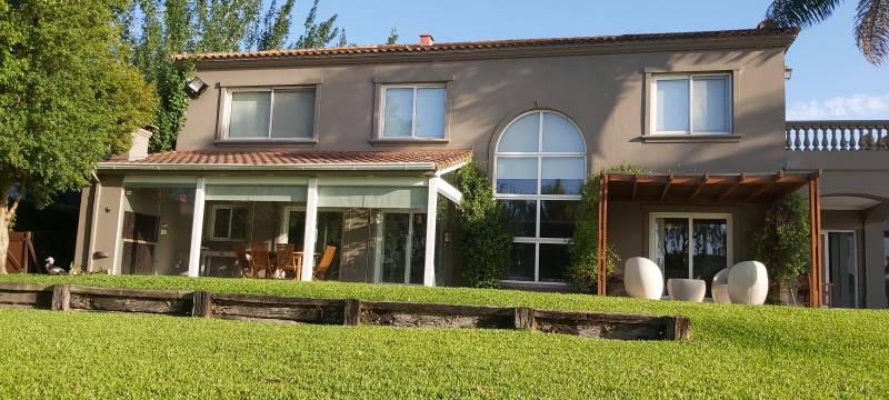 Foto Casa en Venta en  Los Castores,  Nordelta  Casa al agua en Castores