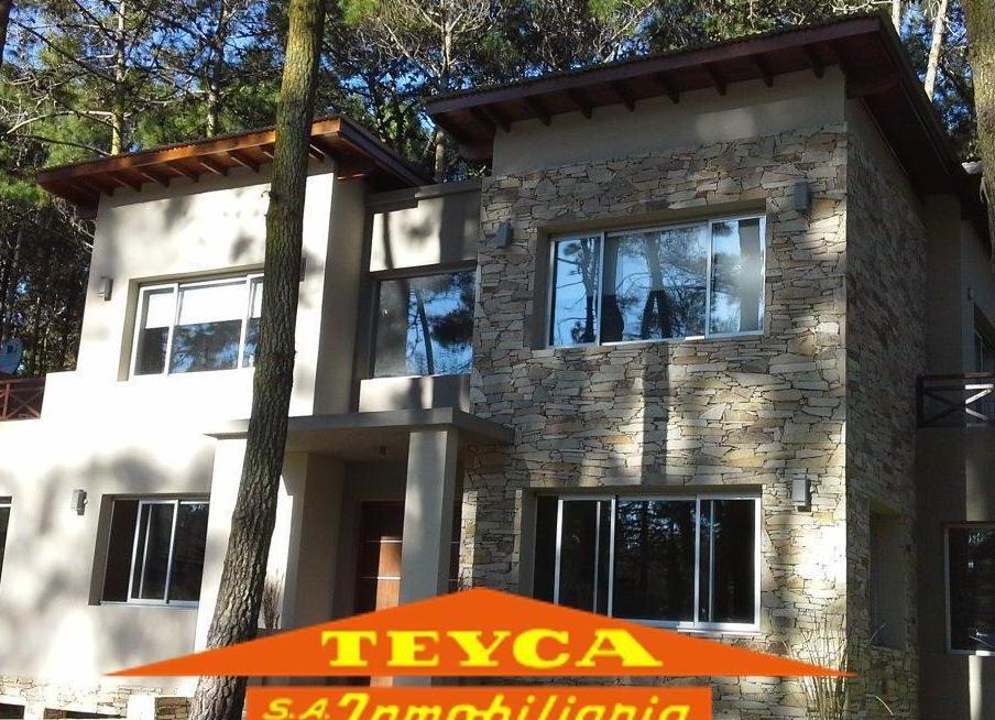 Foto Casa en Venta en  Carilo ,  Costa Atlantica  Chingolo 268  E/ Paraiso y Quebracho