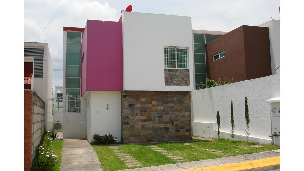 Foto Casa en Venta en  Urbano Bonanza,  Metepec  Rubén Mora Gálvez