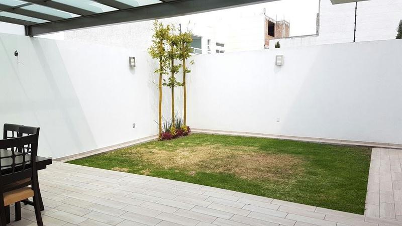 Foto Casa en condominio en Venta |  en  Toluca ,  Edo. de México  RESIDENCIA EN VENTA ZONA AEROPUERTO