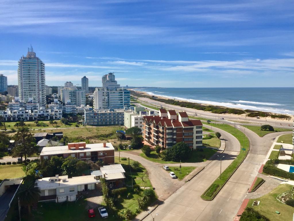 Foto Apartamento en Alquiler temporario en  Playa Brava,  Punta del Este  Playa Brava Torre Marina al 1200