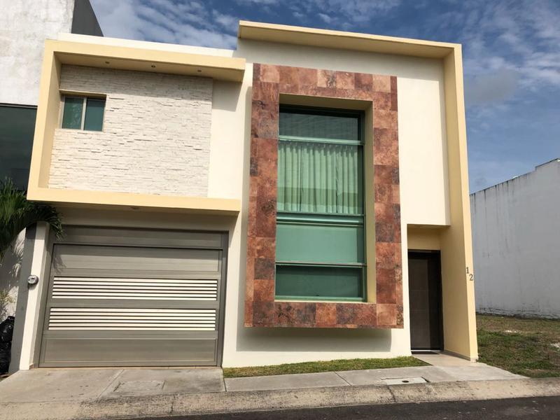 Foto Casa en Renta en  Residencial Lomas Residencial,  Alvarado  LOMAS RESIDENCIAL, Casa en RENTA AMUEBLADA de 3 recámaras y jardín